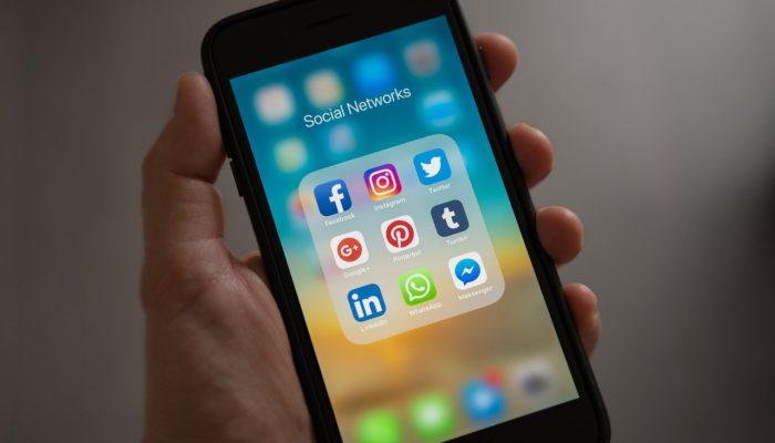 Social Media Etiquette for Weddings
